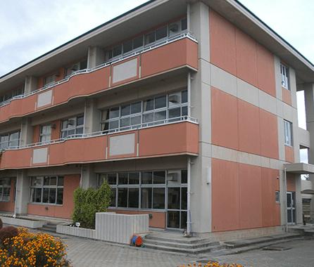 小学校の沈下修正、鉄筋コンクリート造3階建