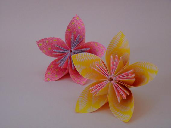 Fleur_en_origami_fluo_5_pétales_-_Atelie