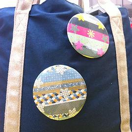 Atelier réalisation de badges et miroirs de sac - Bar à badges Vaucluse Gard Bouche du Rhône Avignon Nîmes Salon de Provence