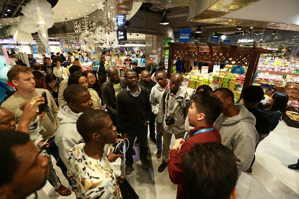 Afrikan Entrepreneurs tour Hema Supermarket to see how technology and data can be leveraged to merge online and offline shopping as part of the eFounders Initiative