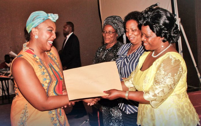 Mwangala Muttau (Stanbic Bank's Anakazi Banking Manager) receives the African Women's Entrepreneurship Programme (AWEP) award from First Lady Esther Lungu on behalf of the bank