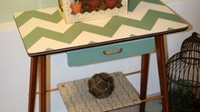 Zig Zags and Decopauge: Retro Table Makeover