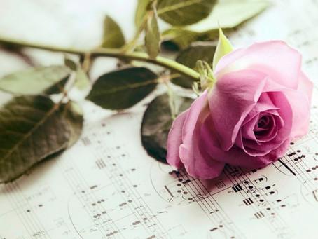 Оркестр «Северная Венеция» поздравляет дорогих женщин с праздником