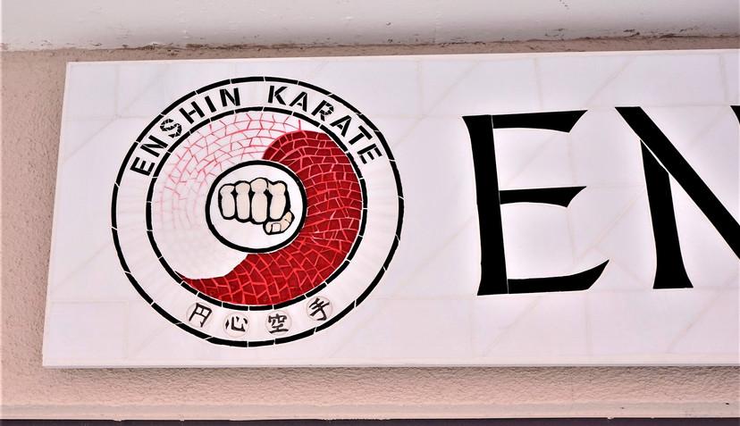 Dojo Schild für Enshinkarate in Freiburg