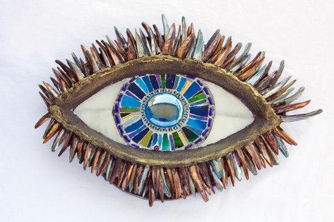 Schutzende Auge 1