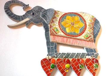 """Dekorative Schlüsselbrett """"Lotus-Elefant und vier rote Herzenen"""""""