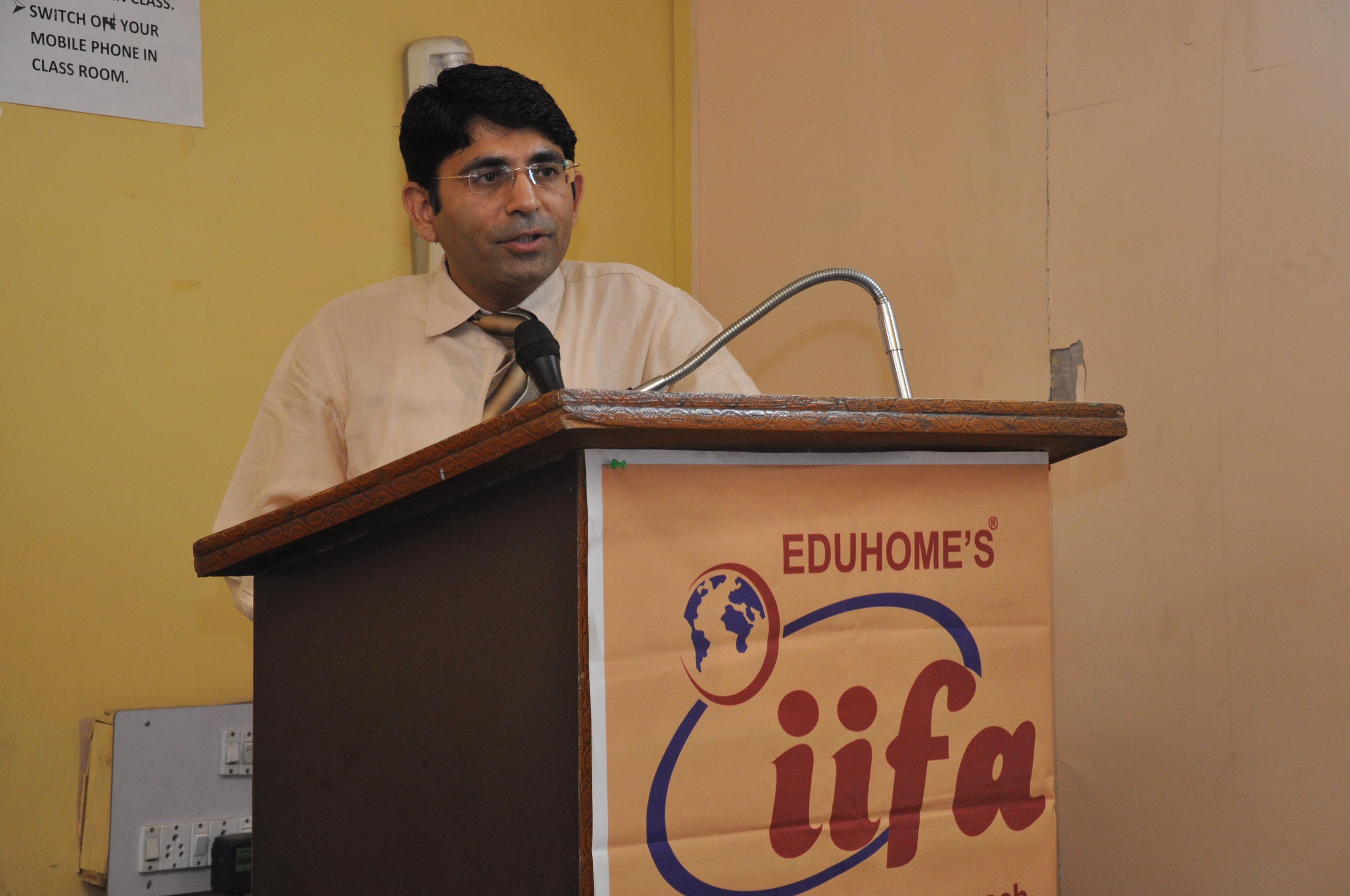 CA Pardeep Makkar providing Special Lect