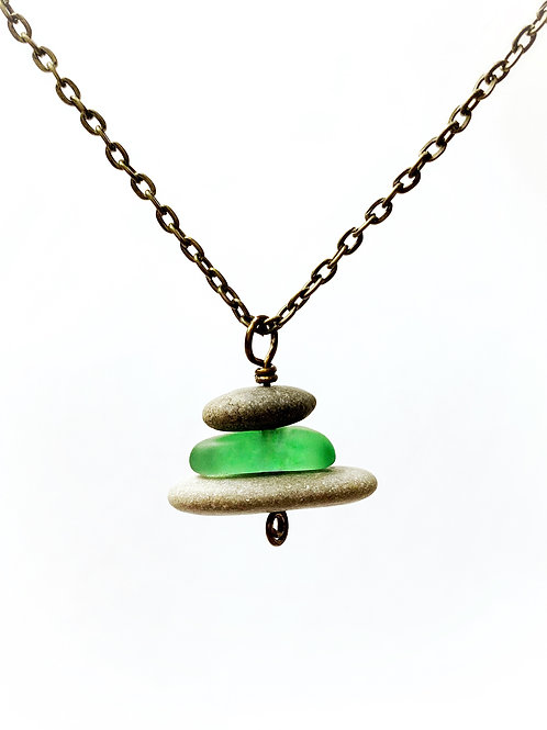 Cairn necklace with recycled glass - Green