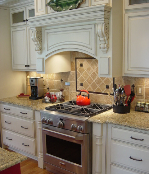 A true focal point in this large Kitchen and ready for many meals to share for years to come.