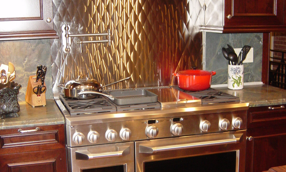 A pro-range needs a pro looking backsplash in this home. A home-chef's dream!