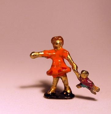 """Mini Escultura """"Brincando de Boneca"""" de Ivan Cruz - Brincadeiras de Criança"""