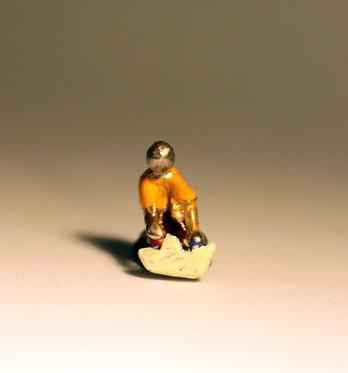 "Mini Escultura ""Barquinho de Papel"" de Ivan Cruz - Brincadeiras de Criança"