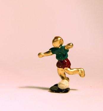 """Mini Escultura """"Futebol"""" do artista Ivan Cruz - Brincadeiras de Criança"""