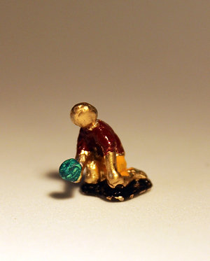 "Mini Escultura ""Bola de Gude "" do artista Ivan Cruz - Brincadeiras de Criança"