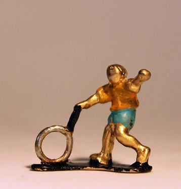 """Mini Escultura """"Rodando Aro"""" do artista Ivan Cruz - Brincadeiras de Criança"""