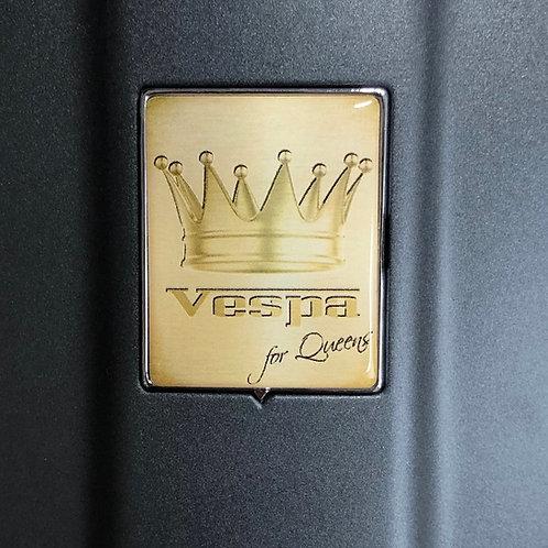 """Plakette für die Kaskade """"Vespa for Queens"""""""