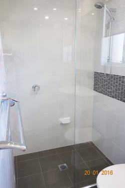Large ensuite shower