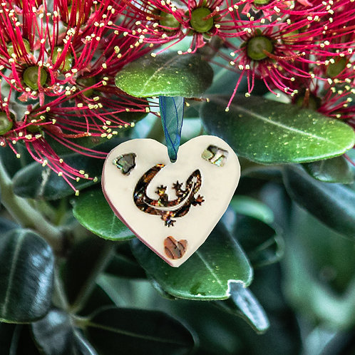 Gecko Paua Shell Heart
