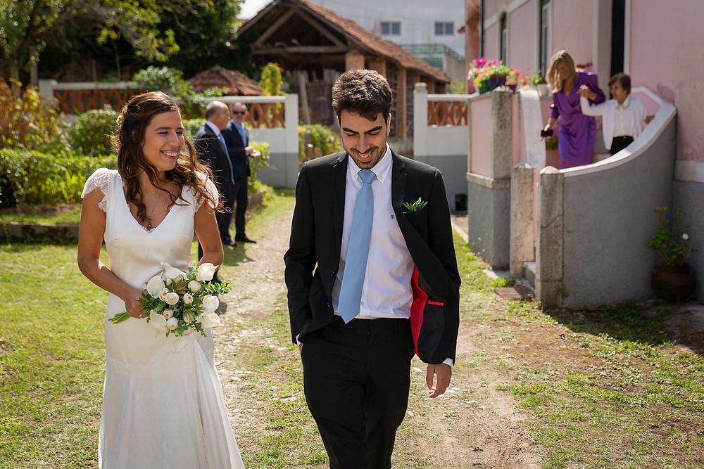 Noiva ri com o irmão
