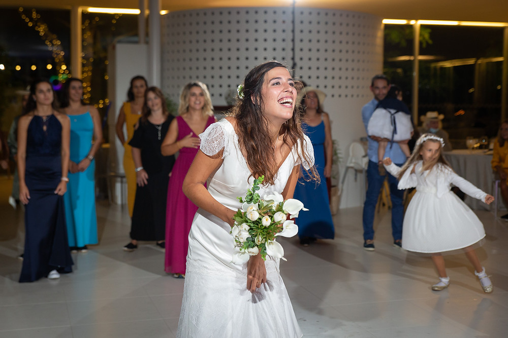 Noiva lança bouquet bouquet toss