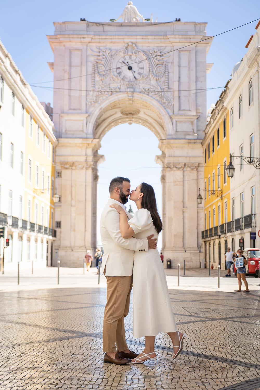 Noivos passeiam em Lisboa