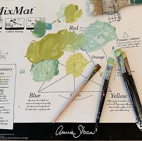 Fun mixing Annie Sloan paint colors in F