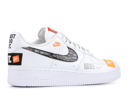 separation shoes d99ca c3c9e The legend lives on in the Nike Air Force 1  07, a low-cut take on the  iconic AF1 that blends classic court style and striking color contrast.