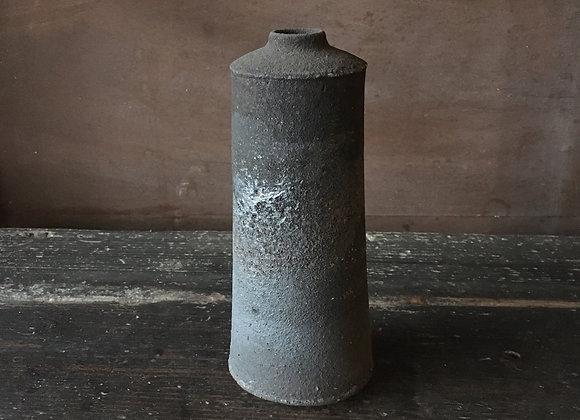 炭化花入  vase