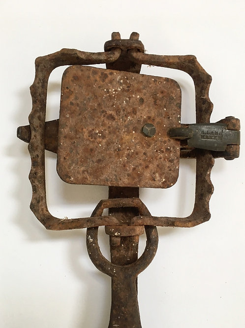 Old Vintage Gin Trap Iron Rural Decorative