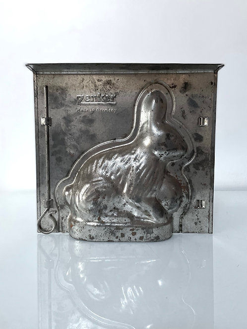 RABBIT CHICOLATE or CAKE MOULD - vintage kitchenalia