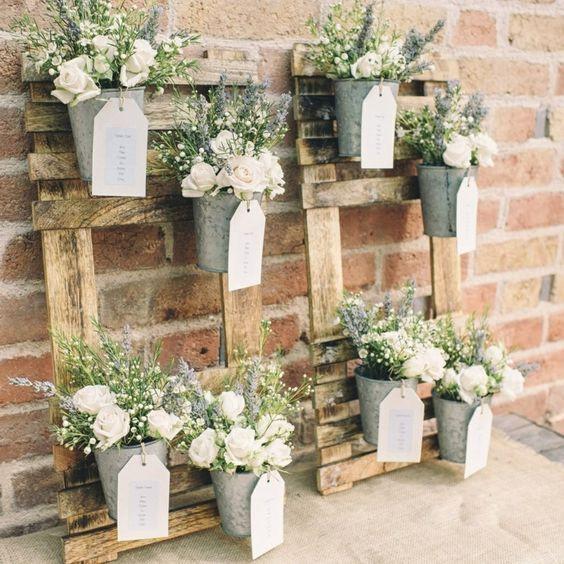 plan de table pot de fleur sur palettes en bois