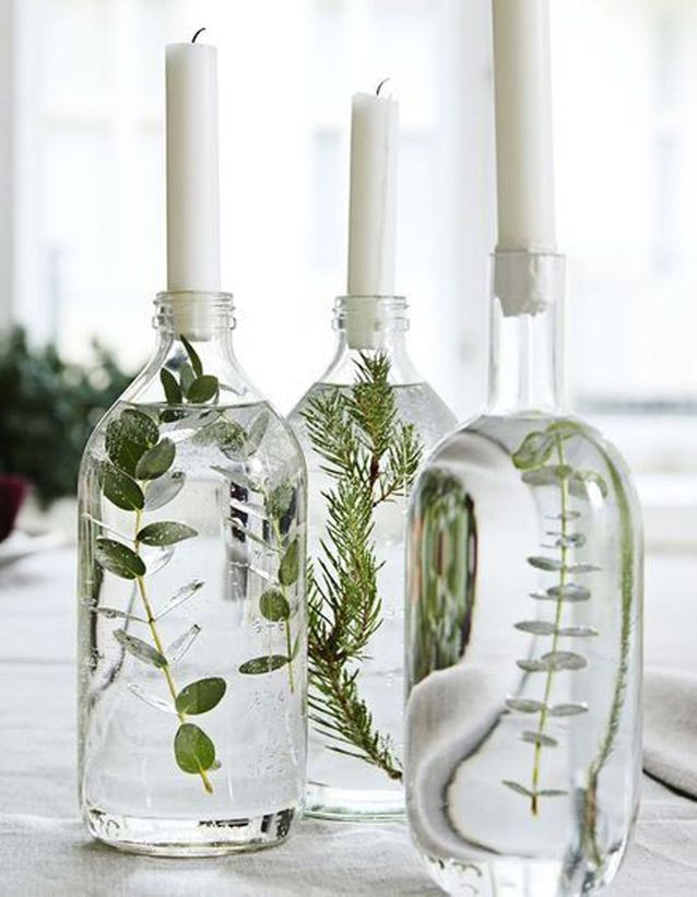 """15 DIY mariage avec des bouteilles et pots en verre récupérés, pour un beau mariage écologique à petit budget. DIY bougeoirs végétaux pour un mariage thème """"greenery"""" minimaliste et élégant. Crédit photo : Anna Huovinen"""