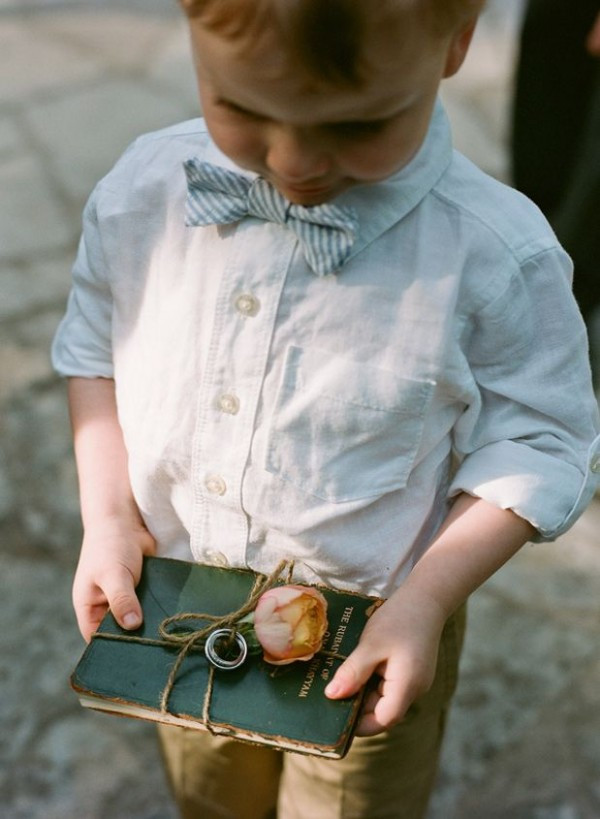 15 idées pour occuper les enfants le jour de votre mariage. Demander-leur d'apporter vos alliances.