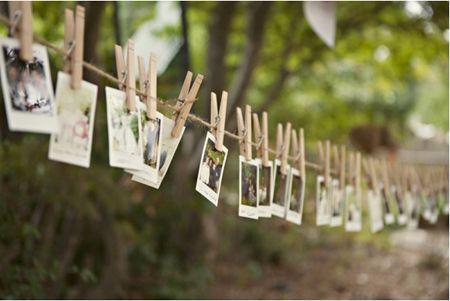 10 façons d'utiliser la pince à linge en bois dans votre décoration de mariage. Photo polaroid sur une corde à linge. #mariage #diy
