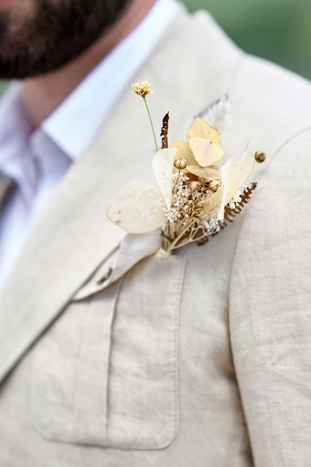 Boutonnière fleurs séchées marié