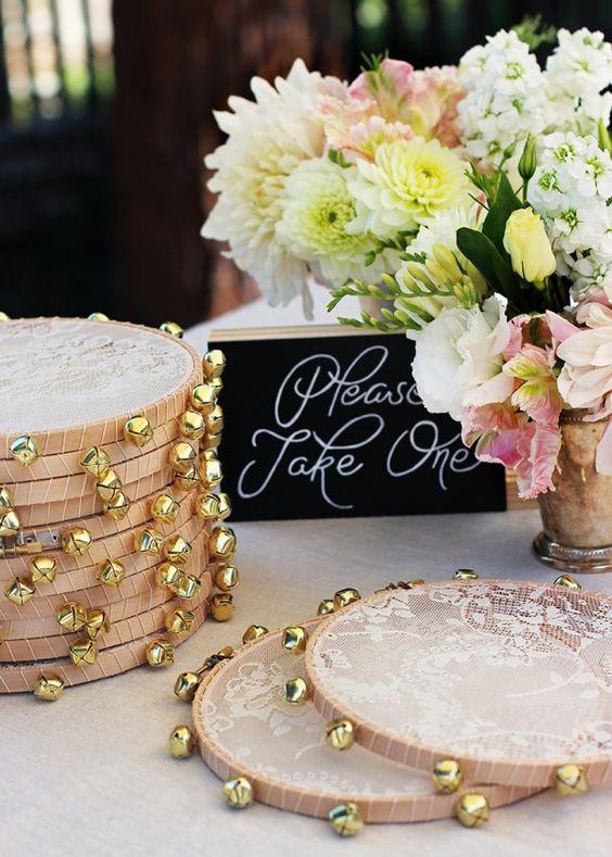 tambourin pour la sortie de cérémonie de mariage en bois et en dentelle