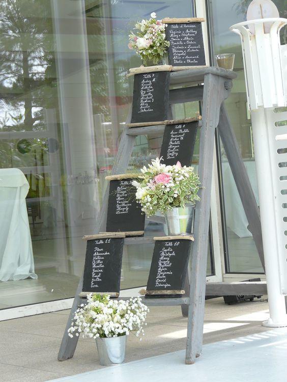 escabeau plan de table, ardoises et pots de fleurs