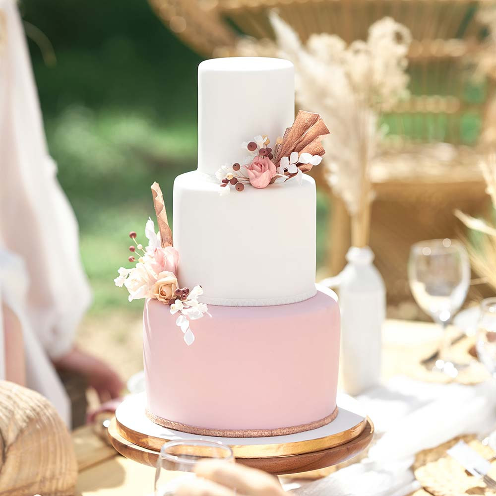 Wedding cake rose et blanc bohème chic