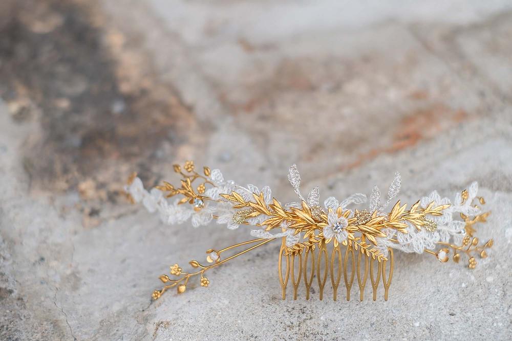 Bijoux de cheveux mariage fait main en France. Crédit photo : Lena G