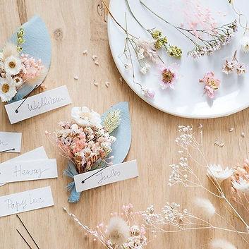 DIY boutonnière en fleurs séchées issu de l'ouvrage Mariage Green. Crédit photo : © Fabrice Besse