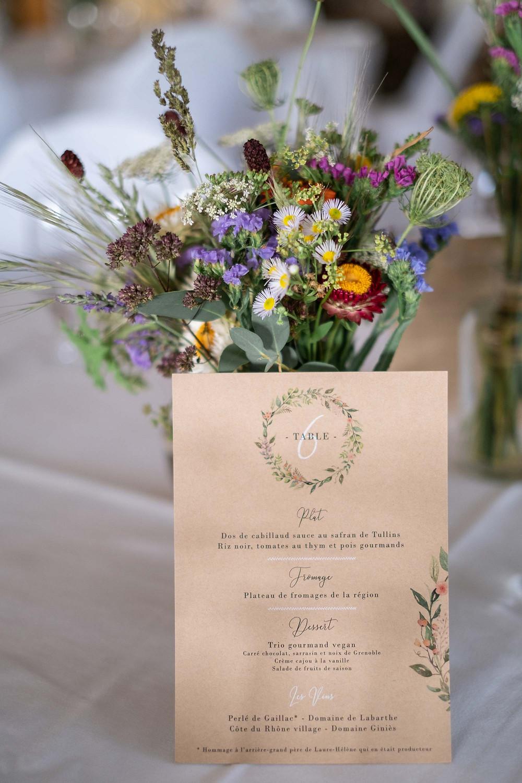 Fleurs bio, locales et de saison pour décorer le mariage de L&Y. Crédit photo : Lena G