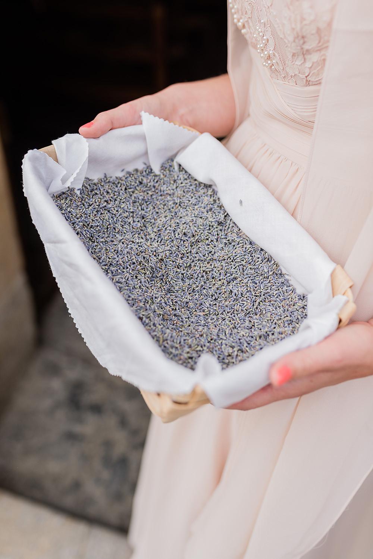 lancer de lavande pour un mariage zéro déchet, photo : Bon mariage