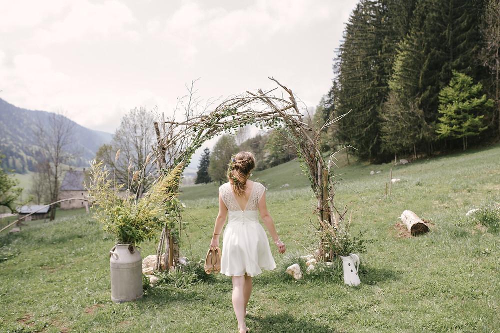 arche de cérémonie de mariage, La grange aux fées. Photo : Lisebery