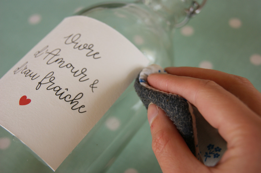 """étiquette """"vivre d'amour et d'eau fraîche"""" de My own printable design"""