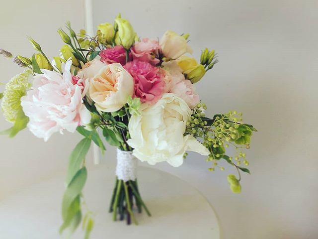 peonias, lisianthus, pink, helleborus, ramo de novia, bride bouquet