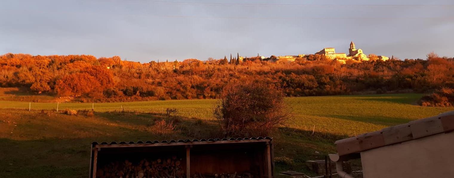 Village de la Garde Adhémar vu de la ferme