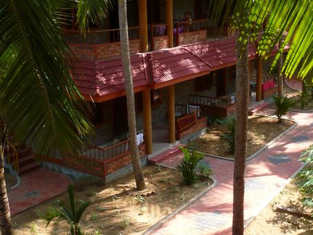 Atelier improvisé  dans une chambre d'hôtel à Trivandrum en Inde