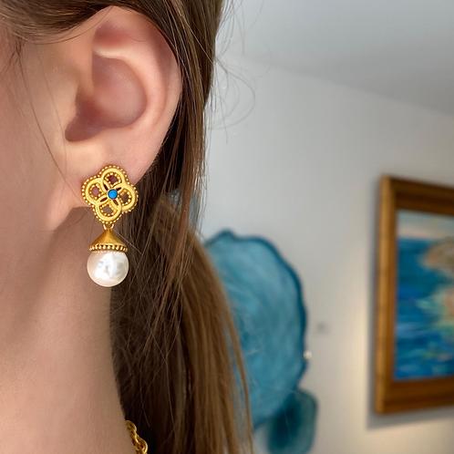 Chloe Pearl Earring