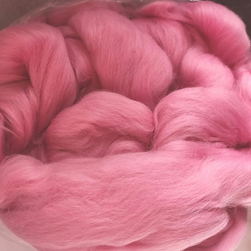 "Merino solid dyed top - ""Flamingo"""