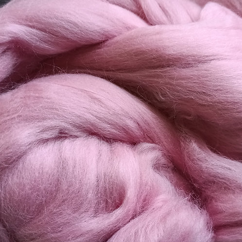 """Merino solid dyed top - """"Dusty rose"""""""